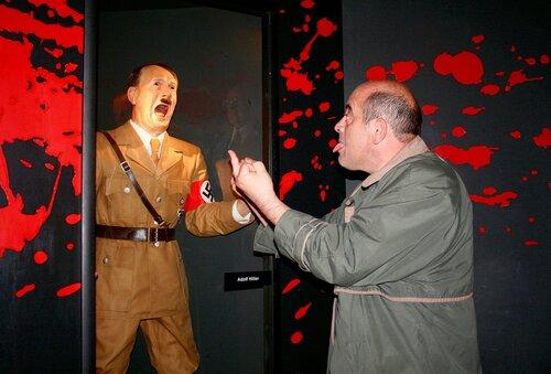 Прага. Музей восковых фигур. Гитлер капут!