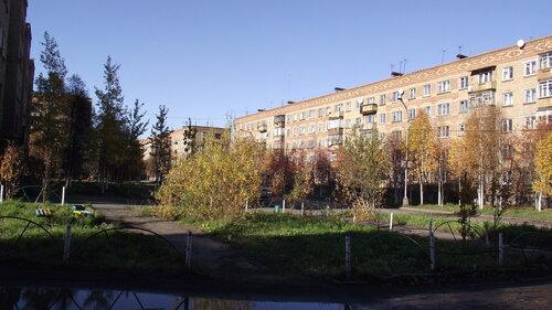 Фото города Инта №1491  За домом Воркутинская 8 14.09.2012_15:12