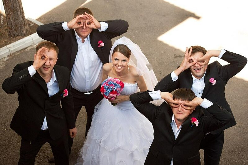 40 Невероятных идей свадебных фотографий 11. Чтение писем друг друга 65
