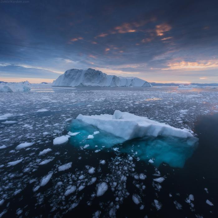 Лед на воде.
