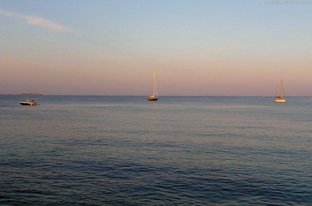 Море. На закате солнца.