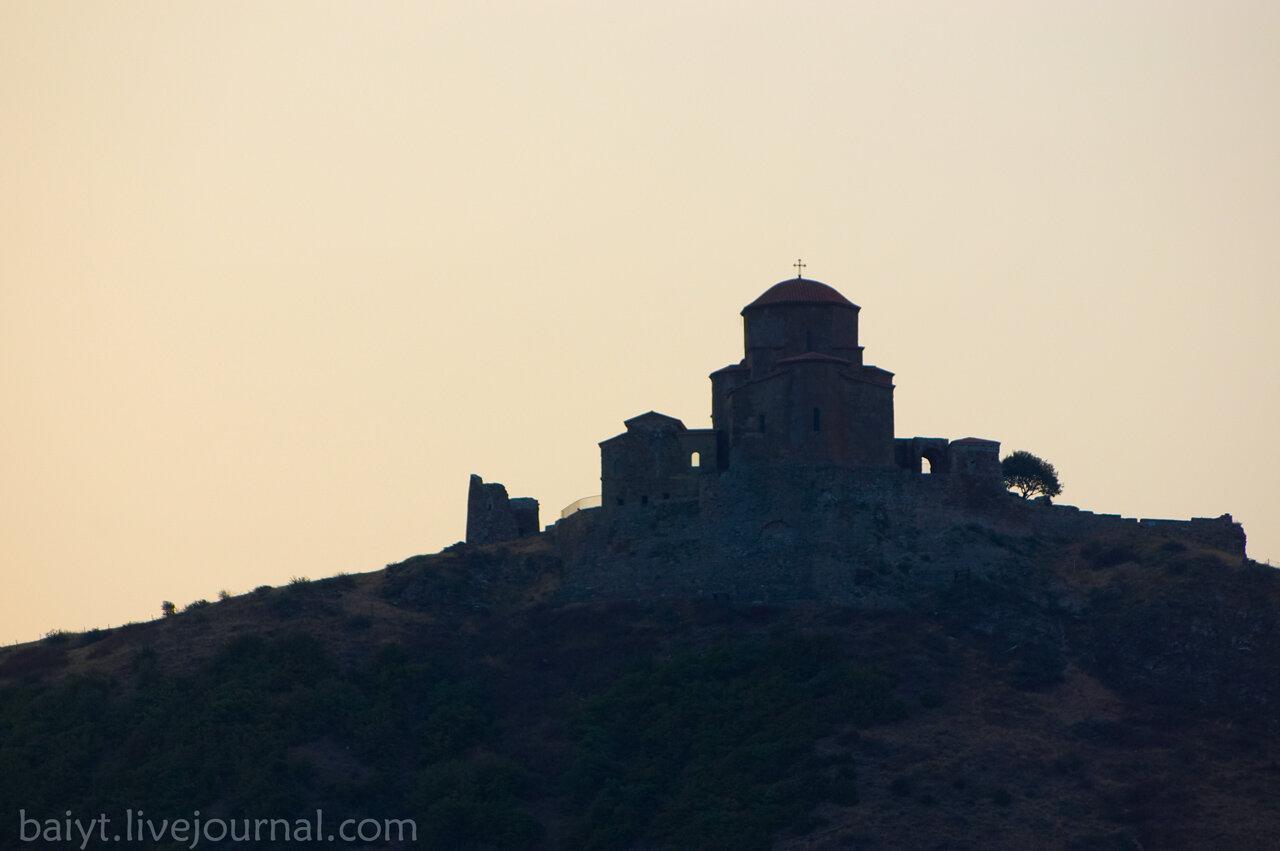Рассвет над монастырём Джвари. Вид из Мцхета