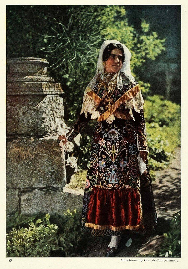 1924. Испания. Девушка в национальном костюме