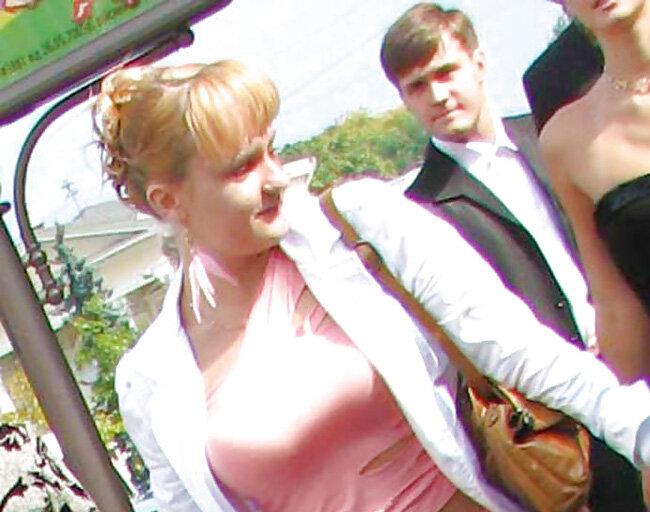 Подружка невесты на сельской свадьбе
