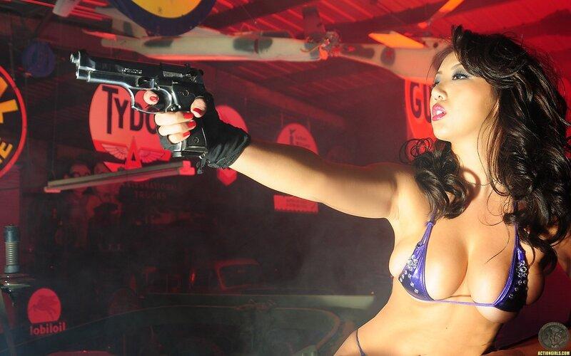Девушки с оружием 10