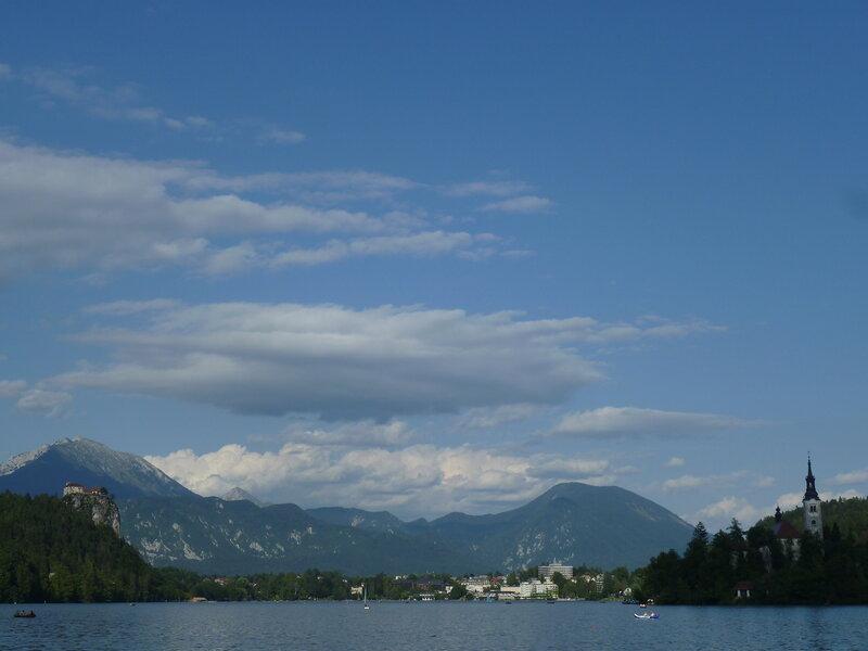 Вид с другой стороны озера