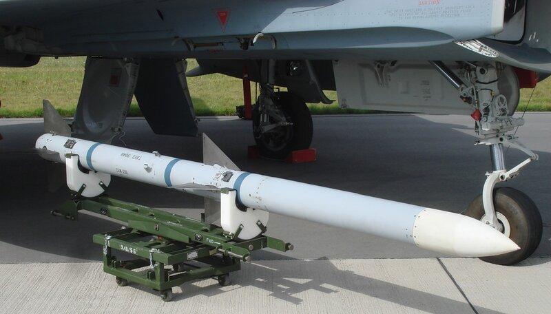 Управляемая ракета AIM-120 AMRAAM