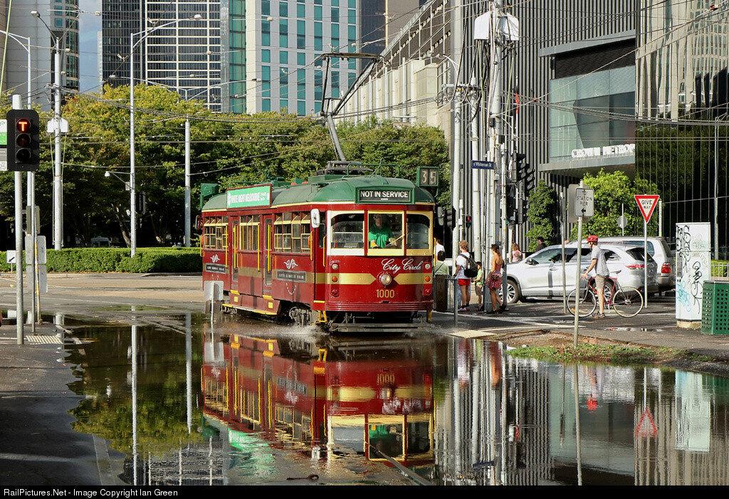 City Circle W class tram 1000 running into Southbank depot. Melbourne, Australia, February 21, 2015