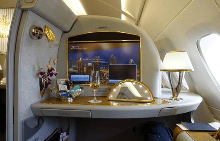 29. Emirates помогают всем пассажирам First Class Suite почувствовать свое личное жизненное простран