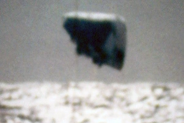 ВИнтернет попали кадры ВМС США снеопознанными летающими объектами