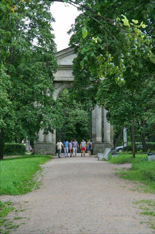 Гатчинский парк, Адмиралтейские ворота