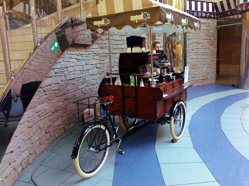 Рабочее место бармена-велорикши