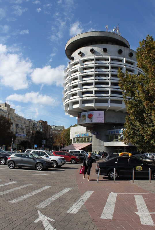 Площадь Славы и гостиница Салют