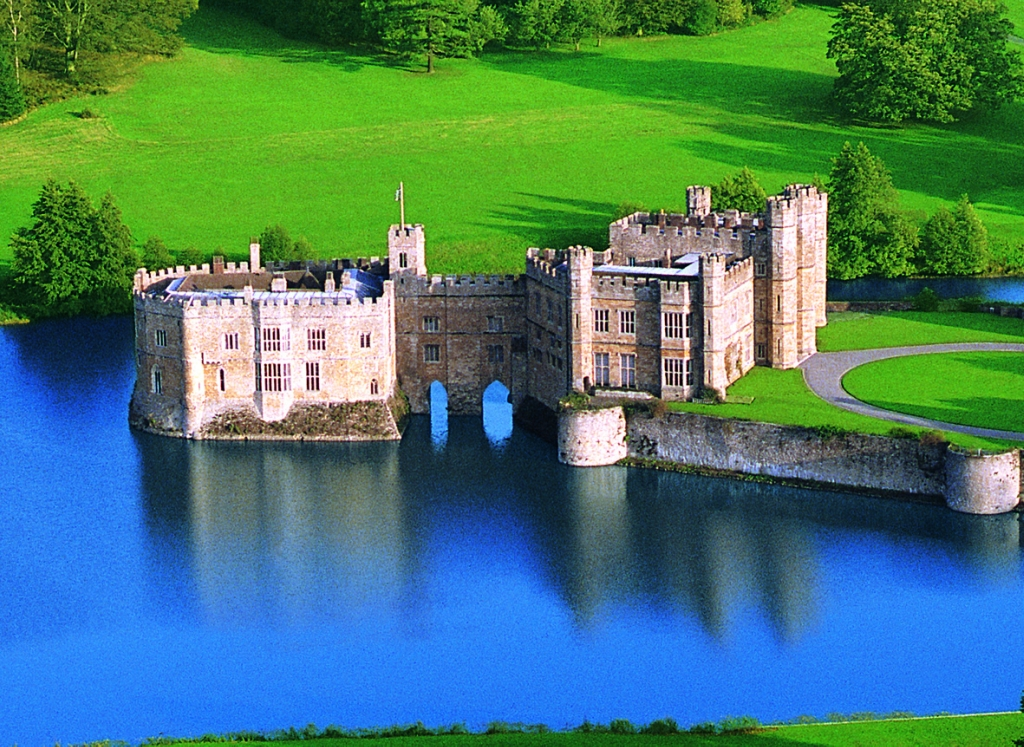the history of the castles of england From historic battles to royal rivalries, these fortresses have withstood much turmoil, yet remain some of the most beautiful castles in england.