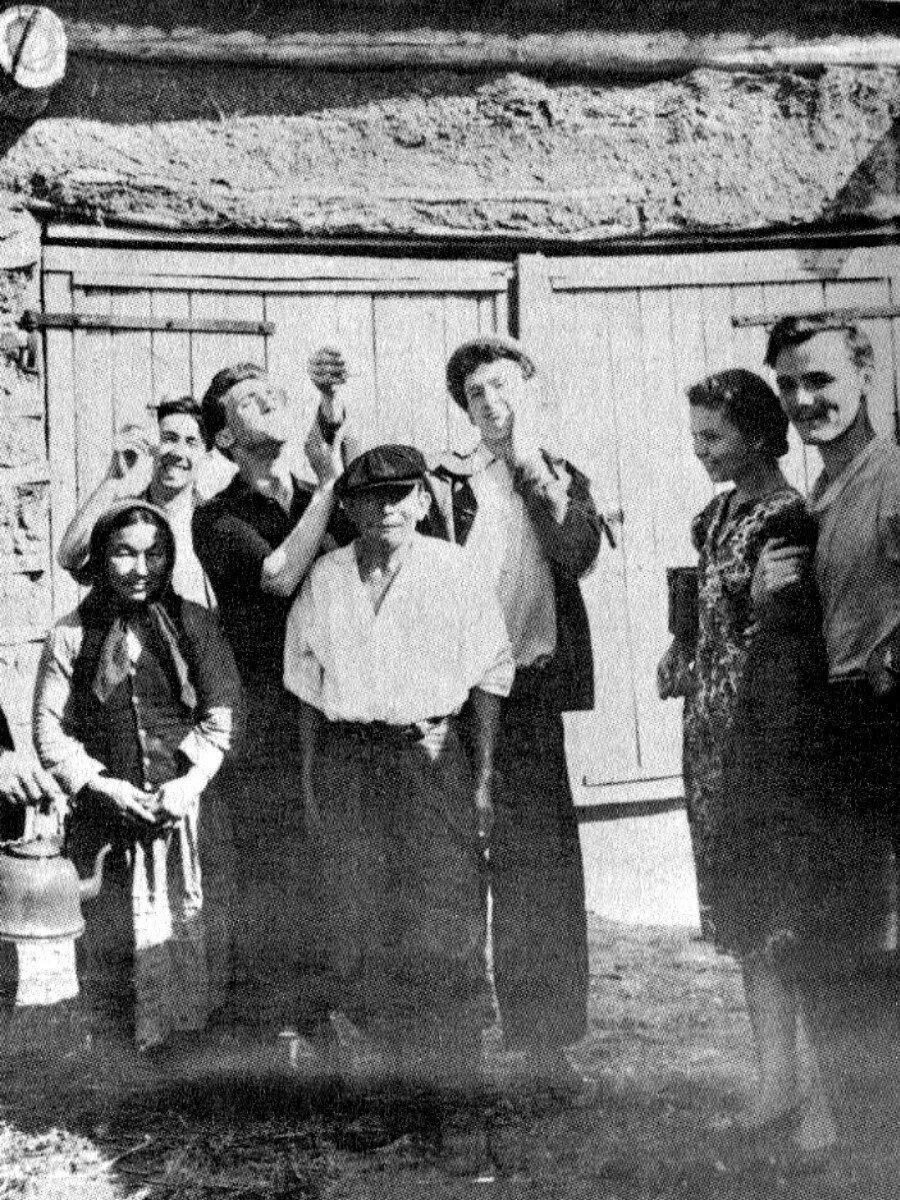 1958. Студенты школы-студии МХАТ на гастролях в Павлодарской области Казахстана, июнь