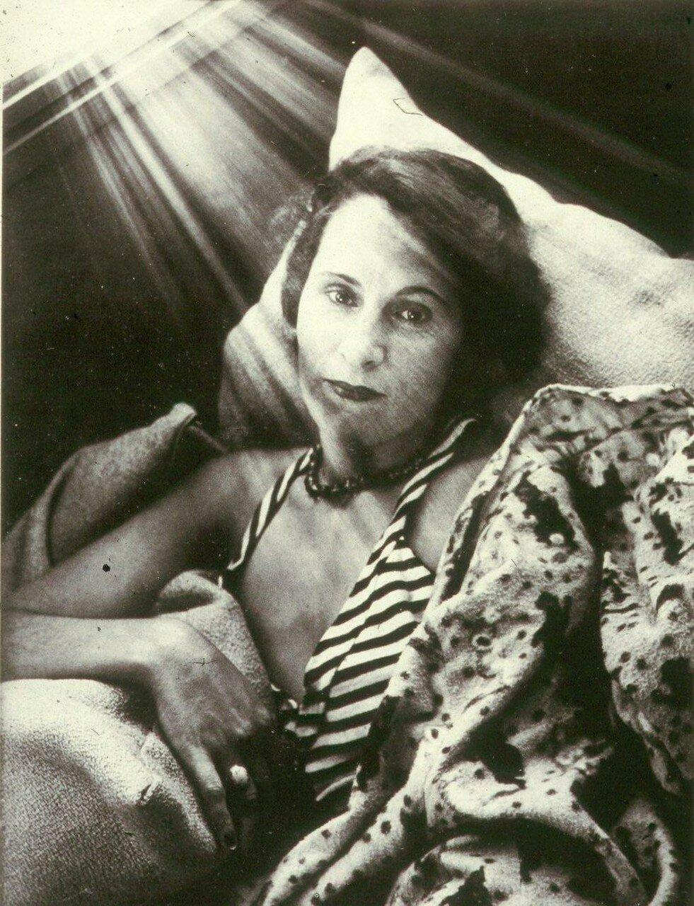 1932-1933. Портрет Галы