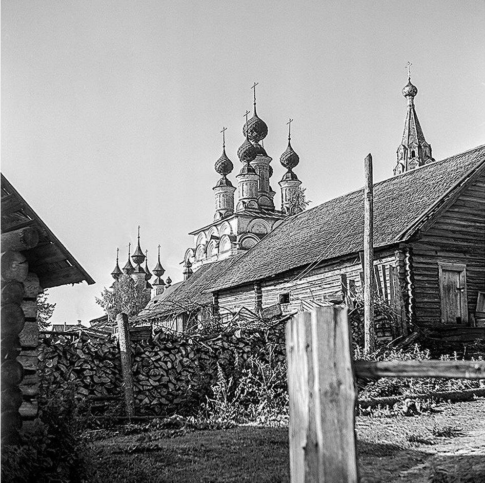 Вид на Воскресенскую церковь