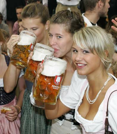 пиво, пена, девушки, кружки