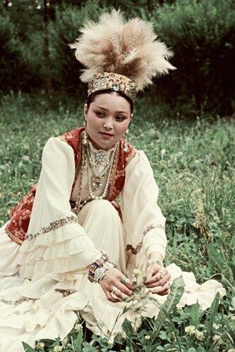 Солистка Казахской филармонии, певица Роза Багланова.