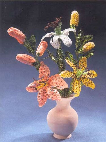 Цветы из пайеток.