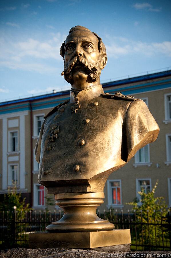 Памятники вов в мариинске памятники из гранита в оренбурге серов