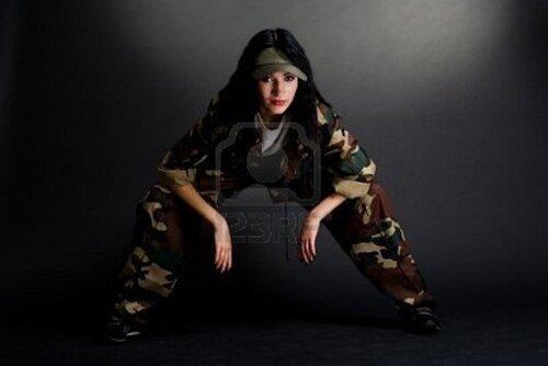 seksi-devushka-v-kamuflyazhe-foto