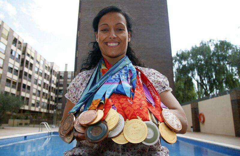 Медали пловчихи Терезы Пералес, матери и политика