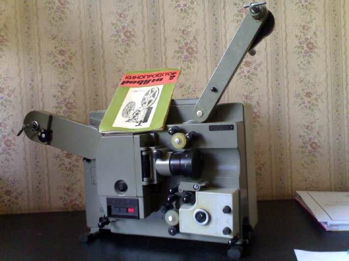 "Кинопроектор  ""Радуга 2 "" Дата выпуска: март 1982г.  Цена: 555руб."