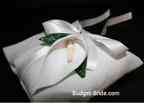Подушки для свадебных колец