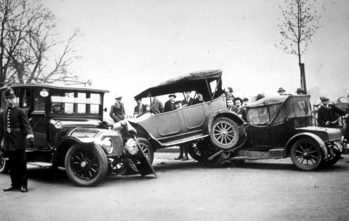 Автомобильные аварии в Лондоне и его окрестностях на фото 1-й половины 20 века (2)