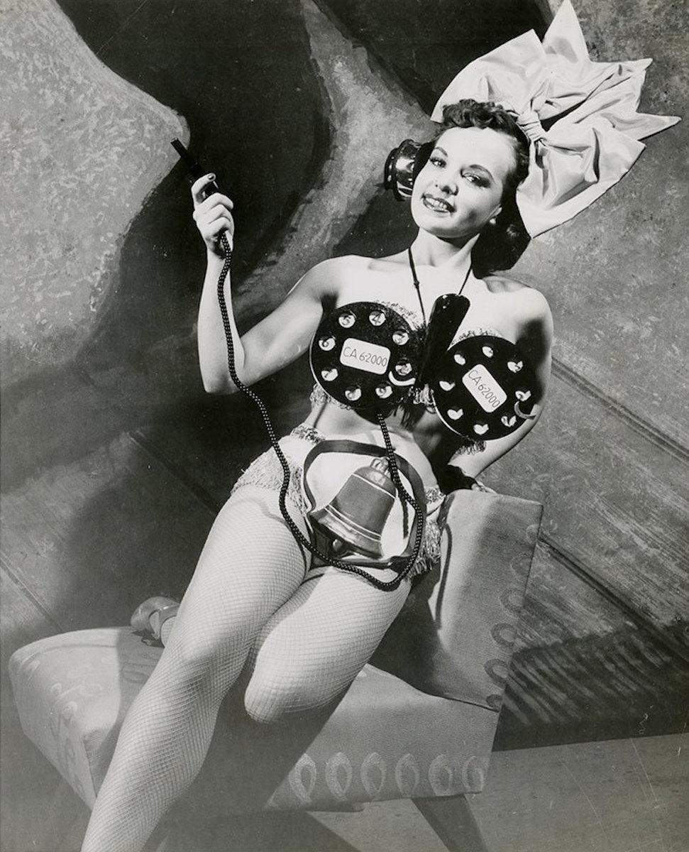 Eve Hebert photographed by John Bennewitz, 1952.jpg