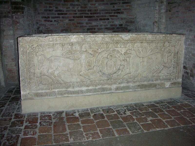 026-саркофаг св.Агриколы.jpg