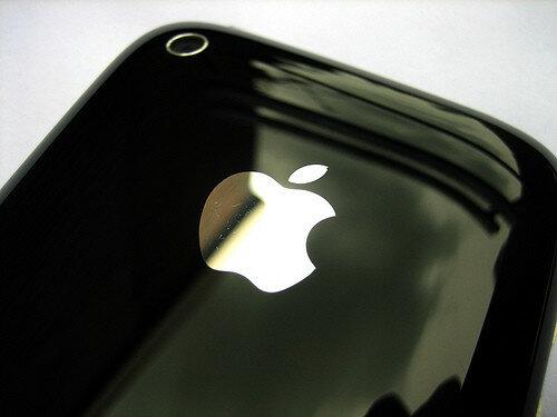 Из-за угрозы удара током Apple отзывает адаптеры для Mac