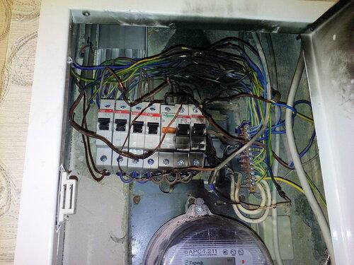 Вызов электрика аварийной службы в квартиру (Лужская улица, Калининский район Санкт-Петербурга)