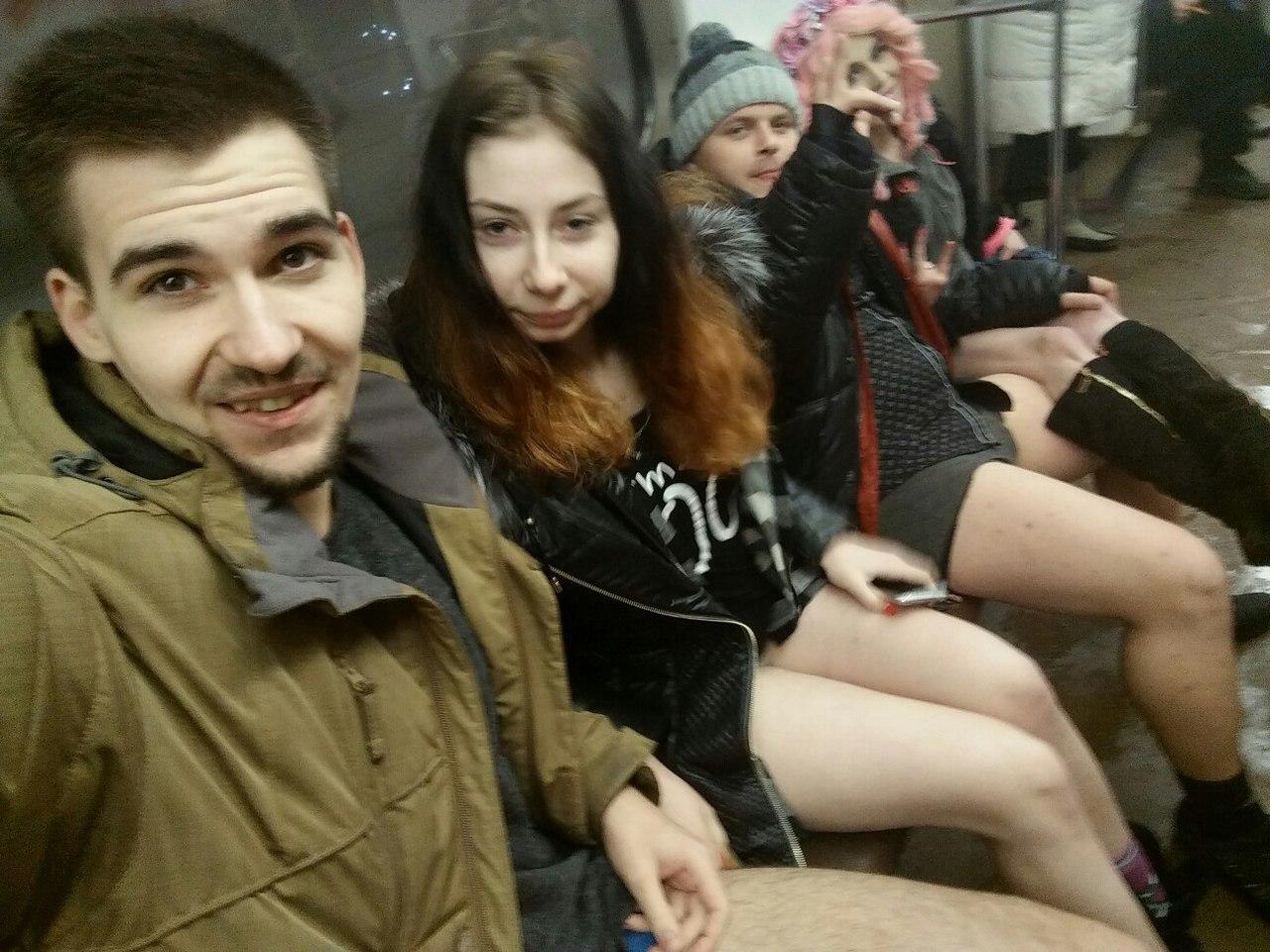 Русские девчонки без штанов 21 фотография