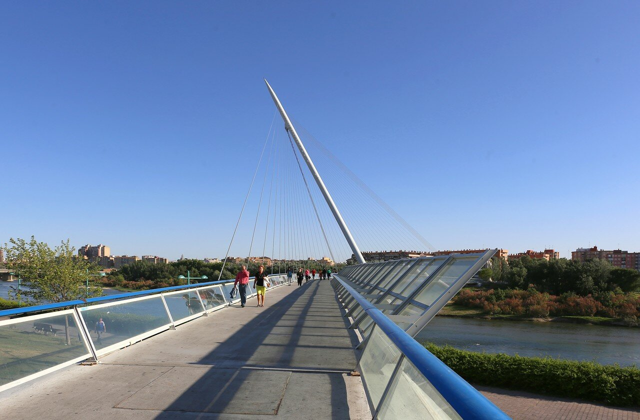 Pasarela del Voluntariado bridge, Zaragoza