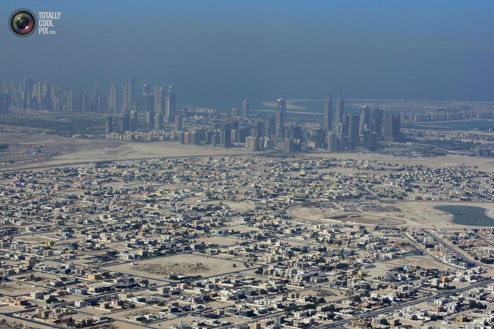 17. Вид на город Дубай в дымке. (REUTERS/Steve Crisp)