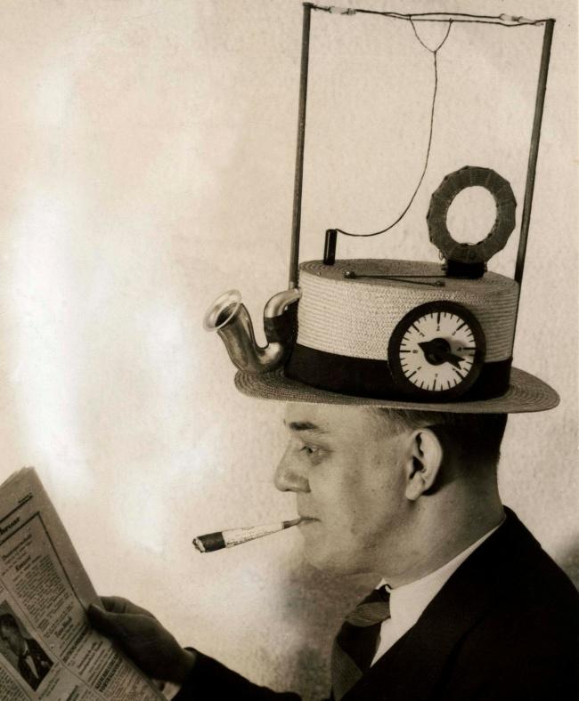 Сейчас наши смартфоны позволяют нам слушать музыку, смотреть фильмы, читать новости. Авот встарину