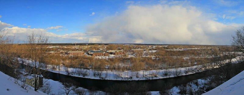 Панорама Вересников (Киров) с высокого берега реки Вятки у телевышки