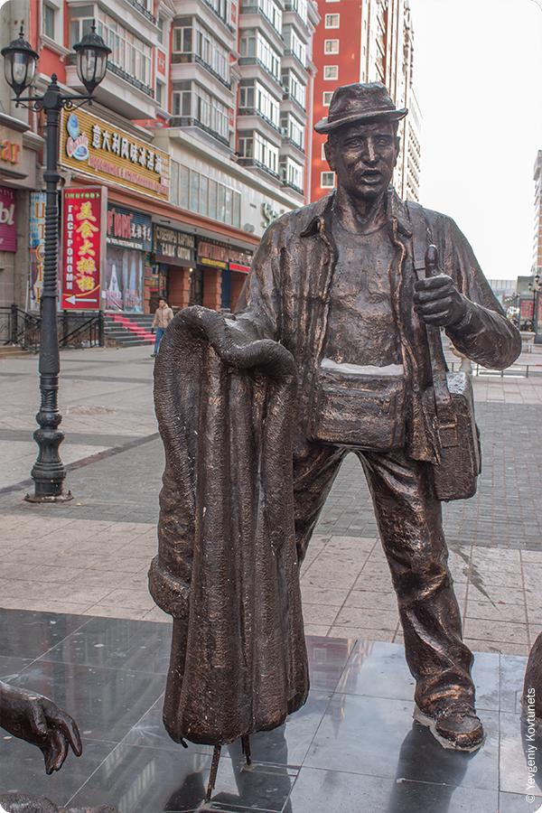 фрагмент скульптуры Барыги, активный продавец, Маньчжурия
