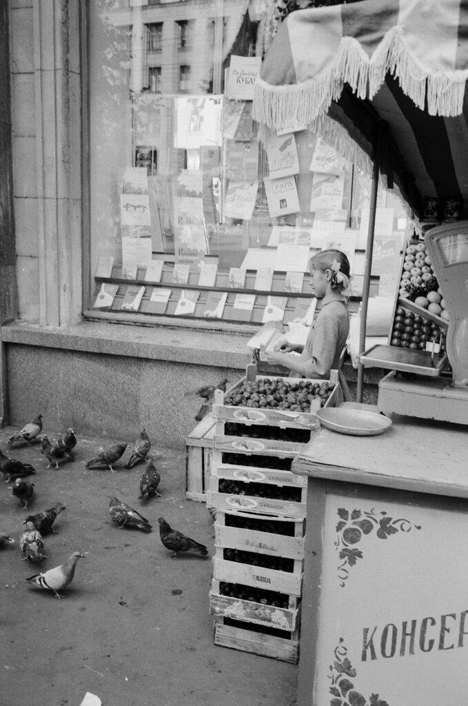 438602 Девочка и голуби.jpg