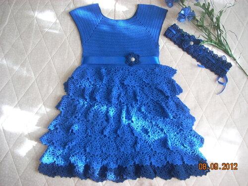 Платье для девочки крючком «Синие мотивы»