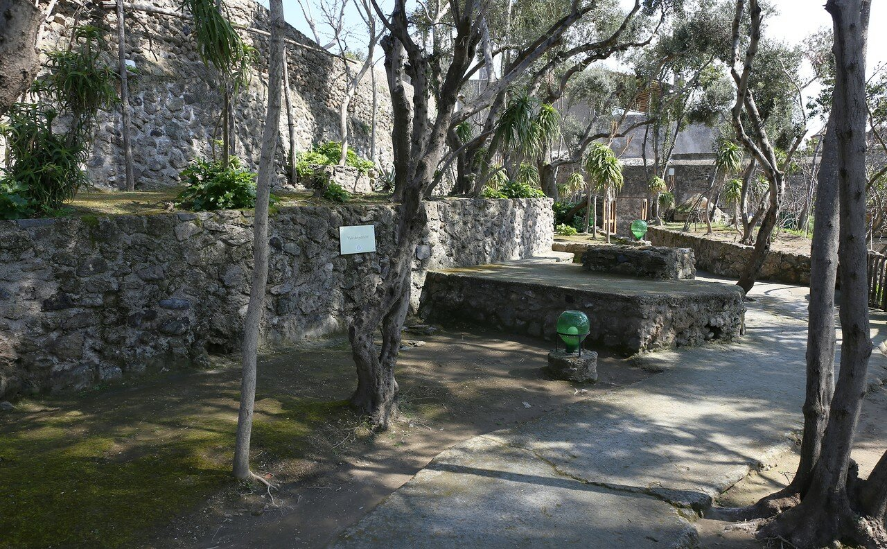 Ischia, the Aragonese castle. Sun path