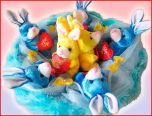 Букет из мягких игрушек ко Дню разноцветных букетов