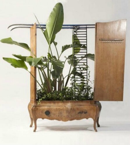 Сказочная мебель в саду