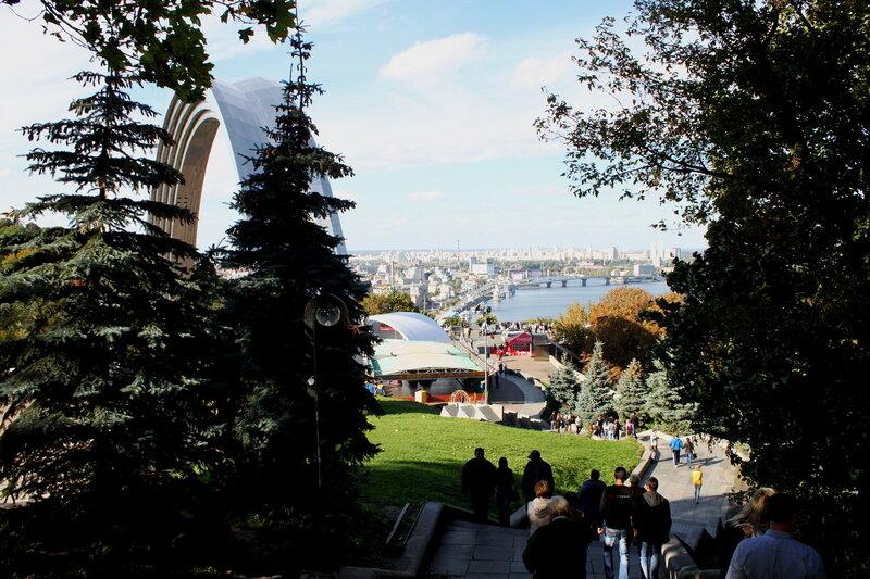 Вид с лестницы Хрещатого парка