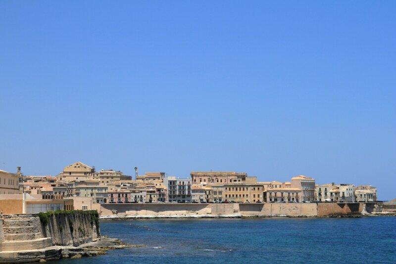 Сицилия, Сиракузы, Ортиджия – замокМаниаче