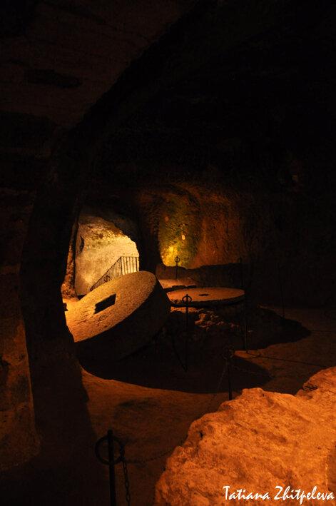 этрусское подземелье - жернова