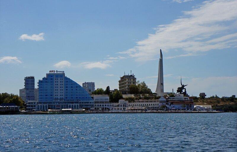 Мемориал-обелиск городу-герою Севастополю.Мемориал