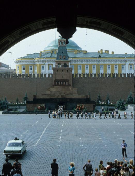Ленинская гробница из ГУМа